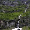 jeden z mnoha vodopádů podél železnice