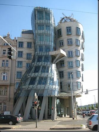 Dancing Building ( Prague , Czech Republic)