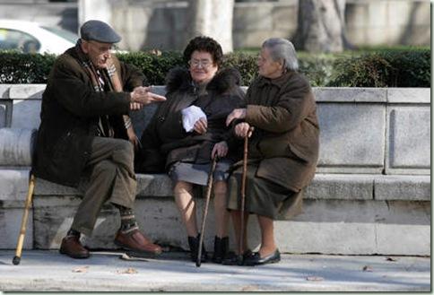 abuelos en el parque