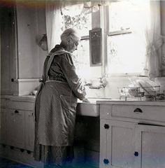 Бабушка в фартуке