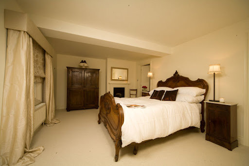 Wooden Classic Bedroom Interior Design by Ratchford Taylor