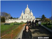 留影於巴黎蒙馬特聖心堂
