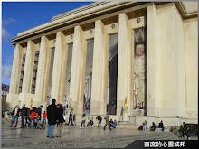 觀光遊客匯聚的巴黎夏佑宮