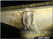 巴黎塞納河古橋特寫