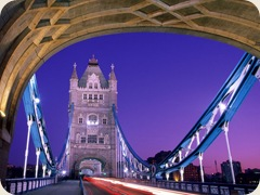 Crossing_Over%2C_Tower_Bridge%2C_London%2C_England
