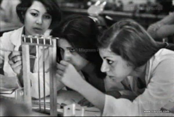 宗教革命之前的伊朗 大学里做实验的女生,美女,试验