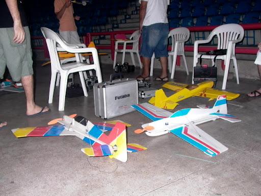 Primeira tentativa de vôo indoor - 10/03/2007 P1190873