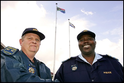 SAPS insp WJ Dippie Dippernaar l congratulated by SrSupt Phumzile Cetyana for catching Hermanus Kleinmond crime gang July 2009