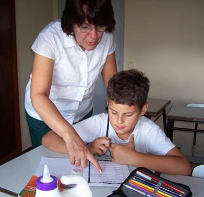 niño haciendo tarea 3