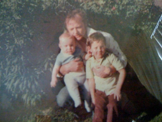 10.09.00 wayne, dad & older brother greg