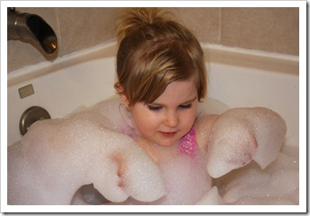 Hannah's bubble bath 015