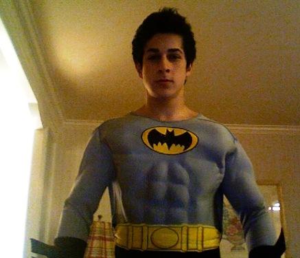 Halloween [Fiesta] David-henrie-batman-twitter