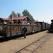 Tavaravaunuista muunnetuilla lisävaunuilla kuljetettiin myös matkustajia.