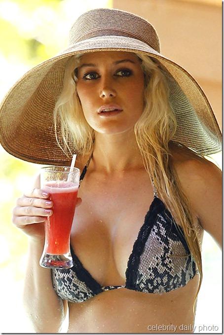 heidi-montag-bikini-in-costa-rica (25)