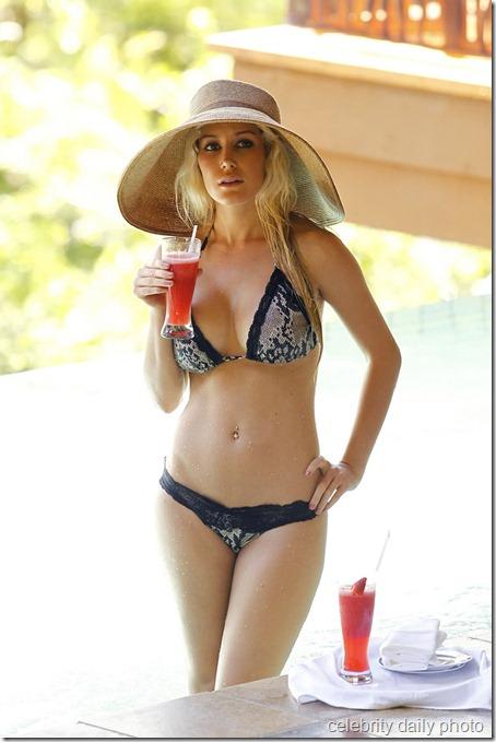 heidi-montag-bikini-in-costa-rica (9)