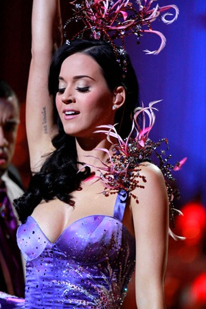 gallery_main-katy-perry-victorias-secret-fashion-show-09