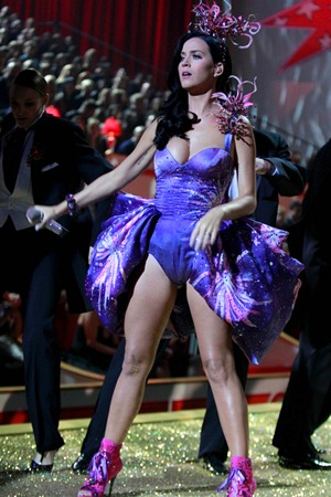 gallery_main-katy-perry-victorias-secret-fashion-show-39