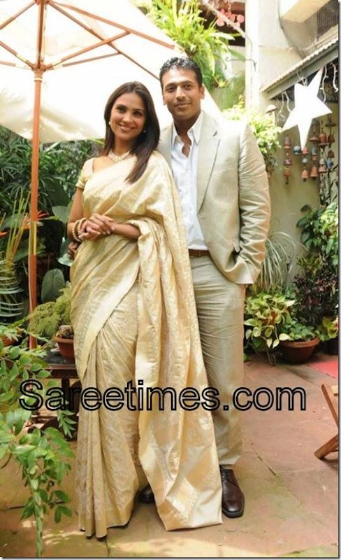 Lara-Dutta-Cream-Designer-Saree