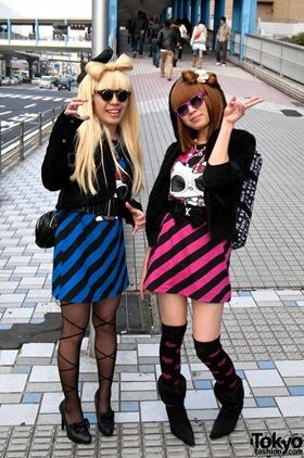 Lady-Gaga-Japanese-Fans-2010-04-17-005-P7143-600x903