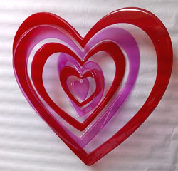 decorar san valentin con un corazon de plastico
