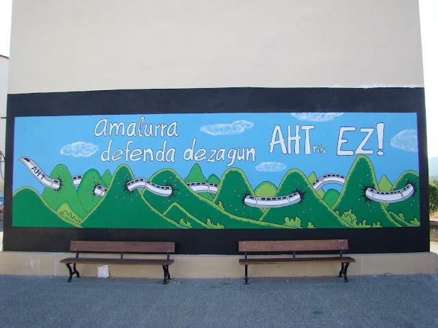 Etxarri Aranazko mural polit bat (badaude gehiago)