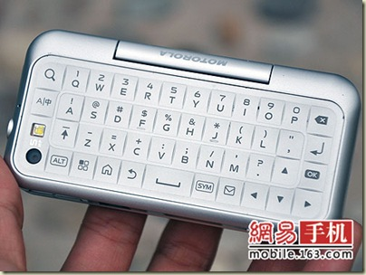 Motorola-Backflip-ME600-Android-available-China-5