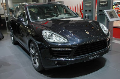 2011 Porsche Cayenne Hybrid and Turbo-01.jpg