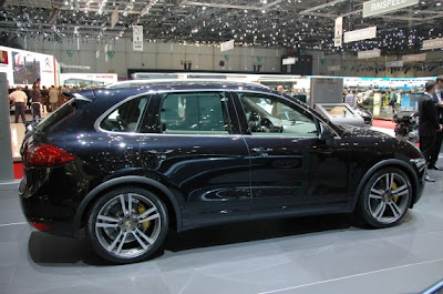 2011 Porsche Cayenne Hybrid and Turbo-04.jpg