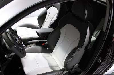 2011 Audi A1-06.jpg