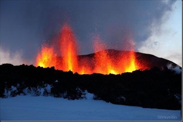 Uma erupção do vulcão islandês (10)