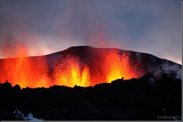 Uma erupção do vulcão islandês (6)