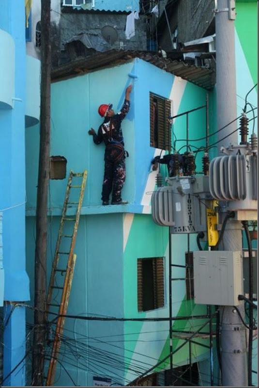 Pinturas coloridas na Favela de Santa Marta no RJ (2)