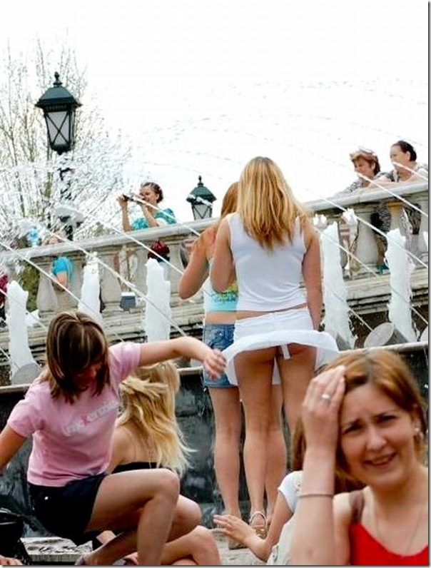 Belas garotas de mini saia   vento = Uma combinação perfeita (9)