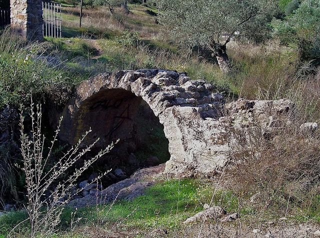Puente romano del arroyo de Linares