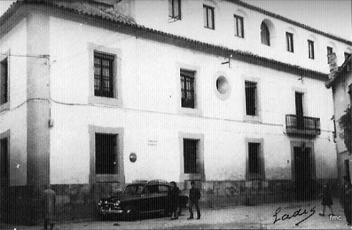 Antigua Escuela de Veterinaria de la calle Encarnación Agustina (Regina)
