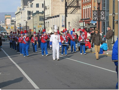 Santa Parade11-20-10bi