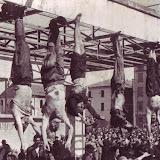 Mussolini penjat.jpg