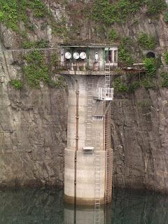 取水塔を望む