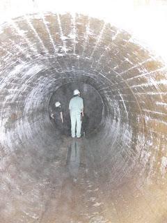 謎の穴の内部