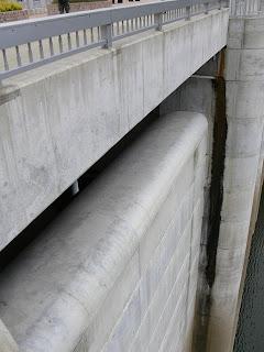 自然越流式非常用洪水吐