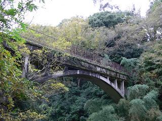 水道橋を望む
