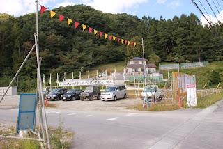湯西川ダム本体建設JV工事事務所出入口