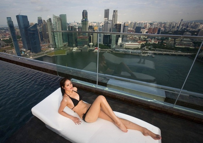Singapore Hotel With Infinity Pool On Rooftop Image Infinity Pool At Marina Bay Sands Hotel Amusing Planet