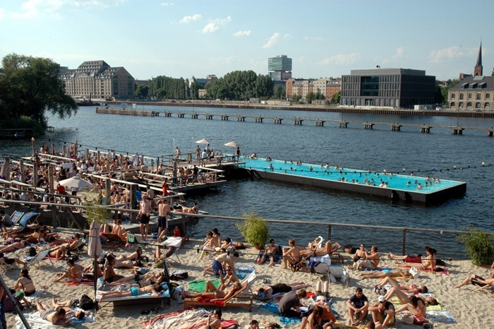 Badeschiff the floating swimming pool in berlin amusing for Floating swimming pool paris
