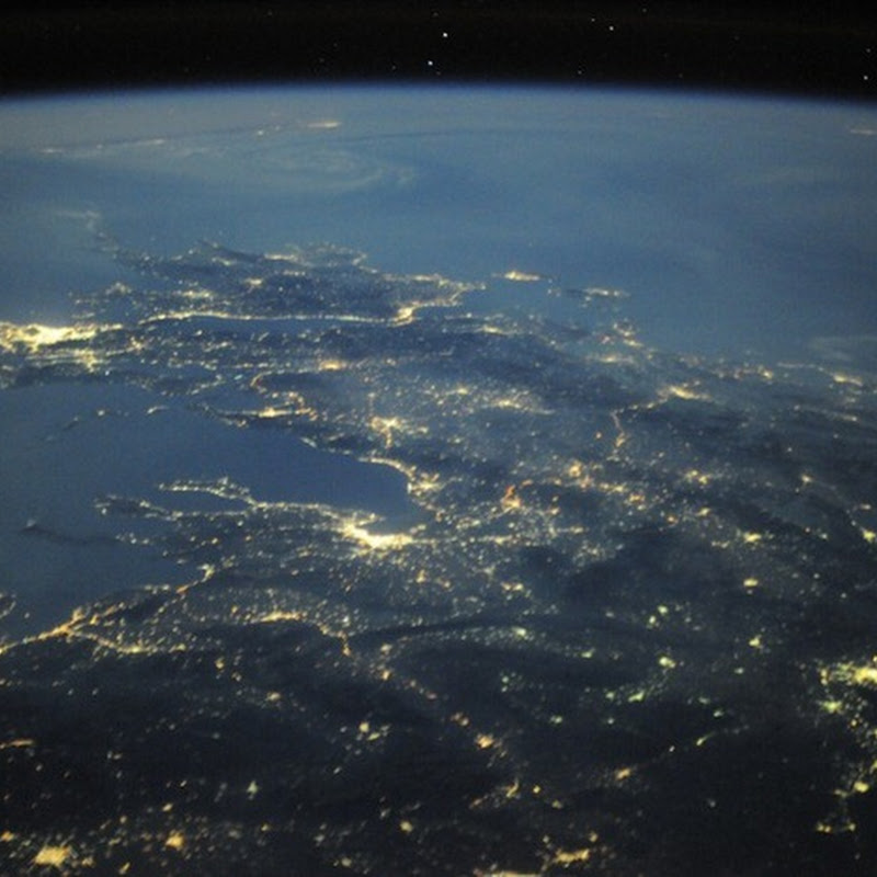 Astronaut Douglas Wheelock Shares Amazing Photos From Space