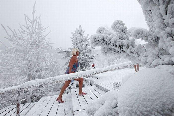 winter_swimming_in_siberia_07