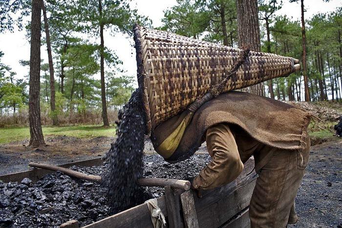 India-Child-Coal.15