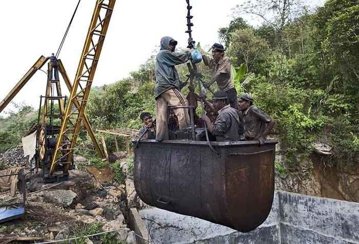 India-Child-Coal.13