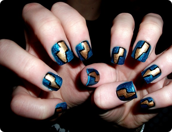 LIGHTNING BOLT NAILS 1