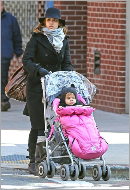 Jessica Alba Jessica Alba Daughter Honor Out g_9